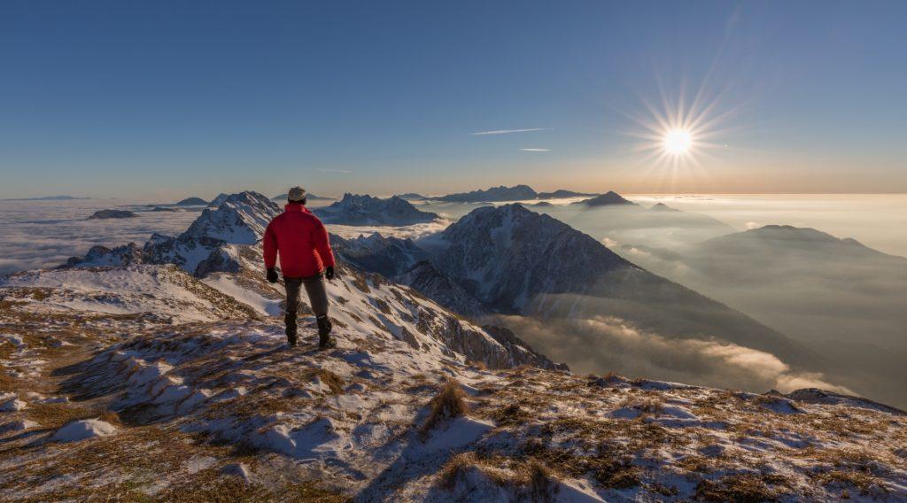 Escalada e esportes verticais: admirando as montanhas