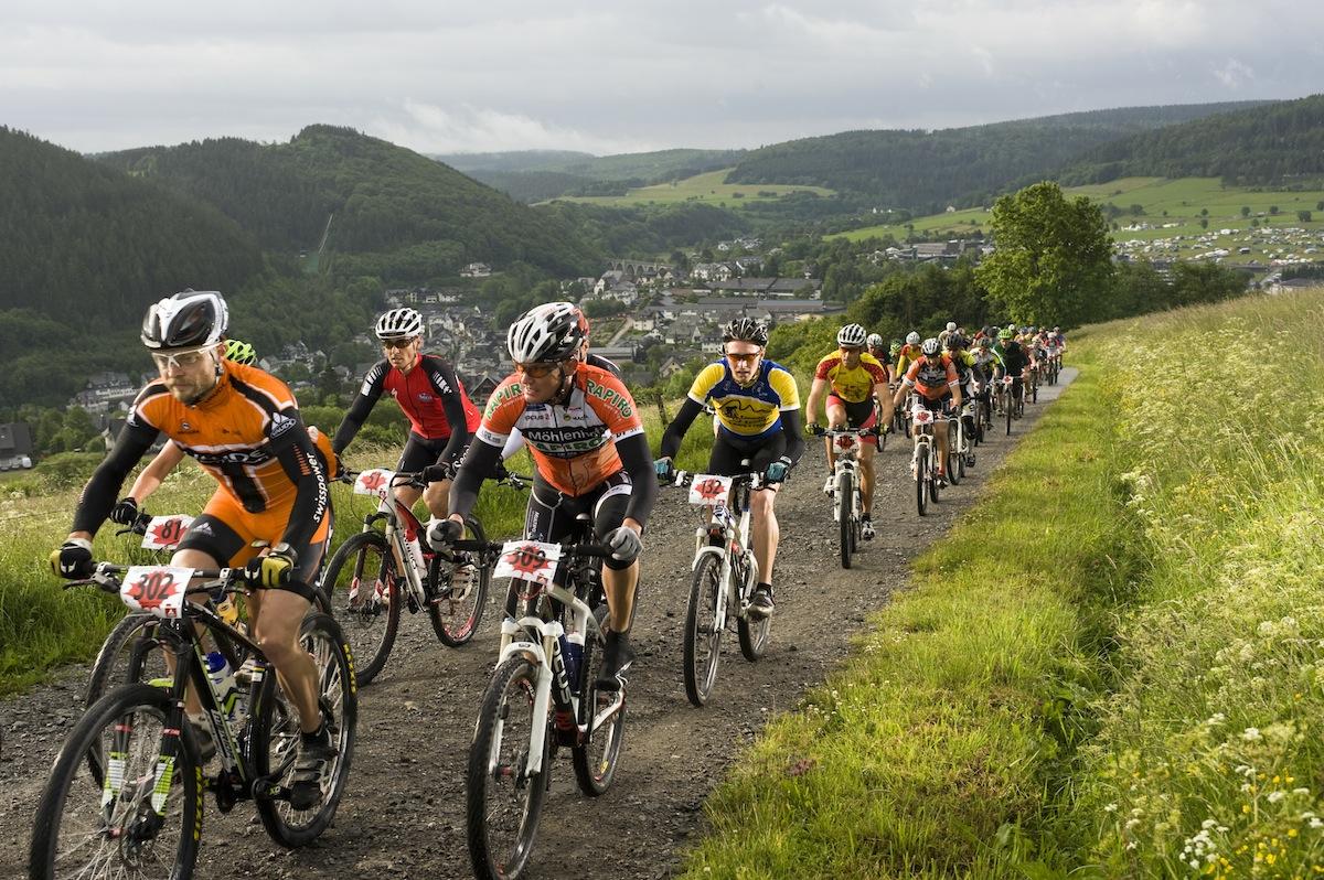 Ciclistas disputam competição de MTB