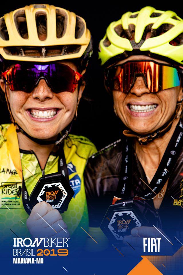 Mãe e filha que pedalam juntas