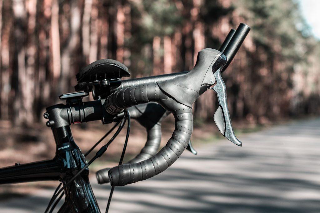 close up de guidão bicicleta