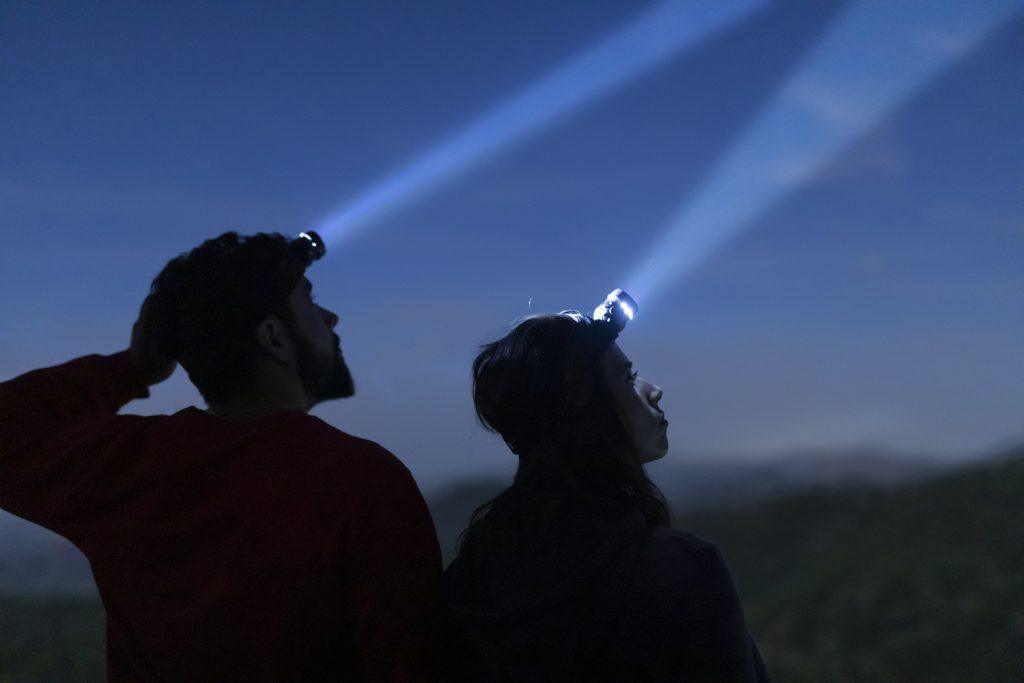 Saiba o que observar em sua lanterna de cabeça