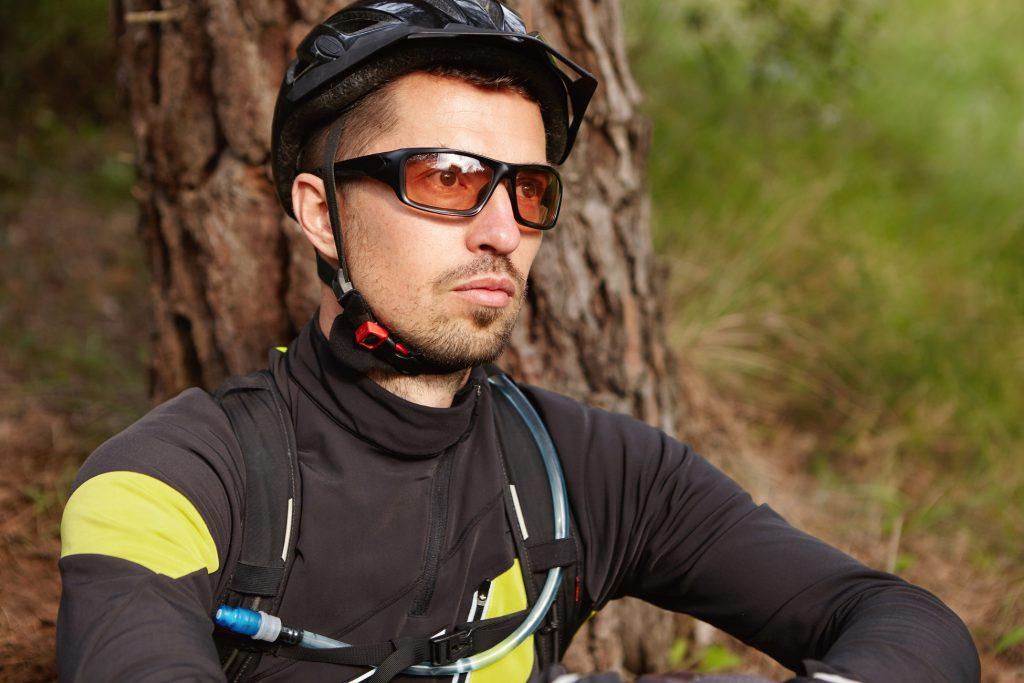 Use roupas adequadas para pedalar no calor