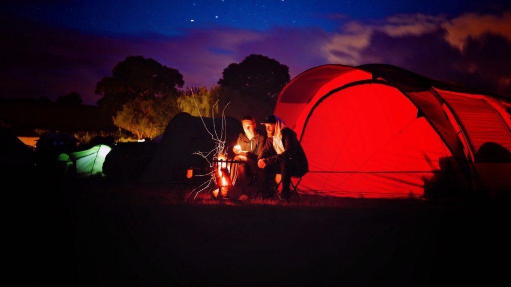É imprescindível tomar cuidado com a fogueira no seu camping