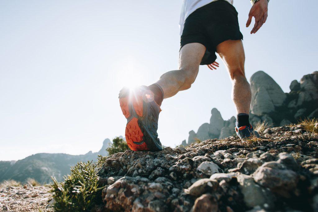 Uma dica para começar o trail running é treinar o equilíbrio