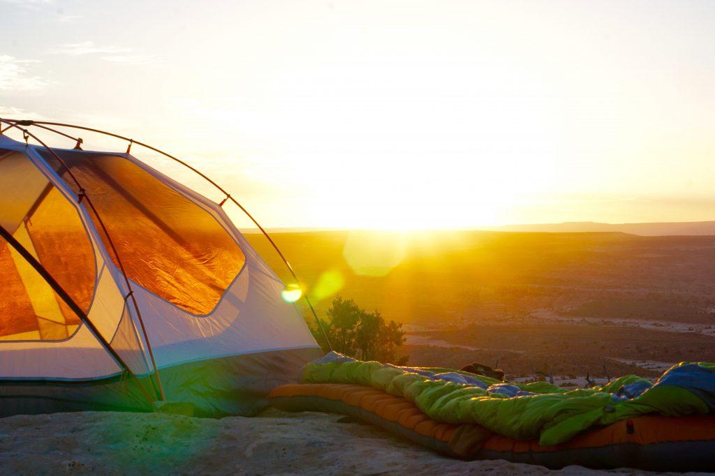 O saco de dormir impede que você sinta frio durante a noite no camping