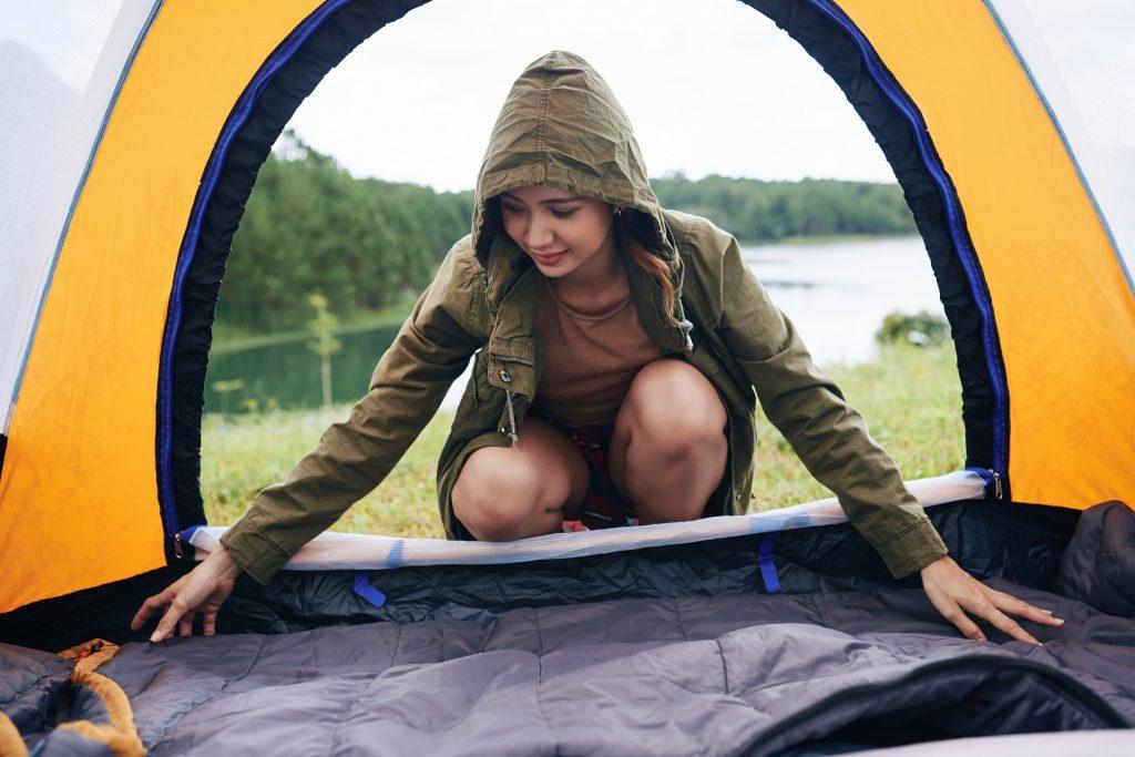 O colchonete de espuma pode aumentar o seu conforto no camping