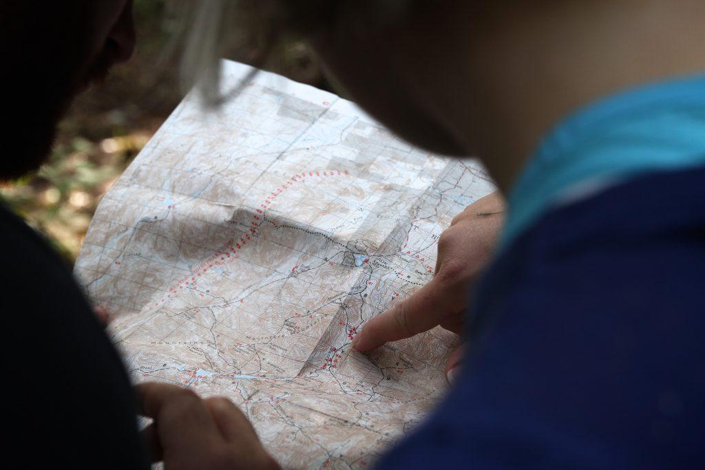 Utilize mapas durante a prática de trekking