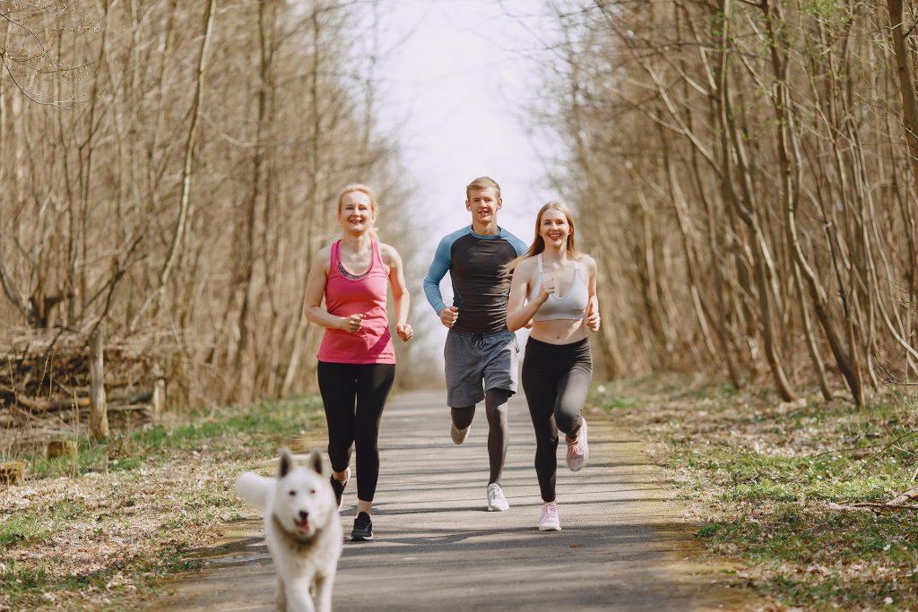 Praticar esportes em família ajuda a estreitar os laços familiares