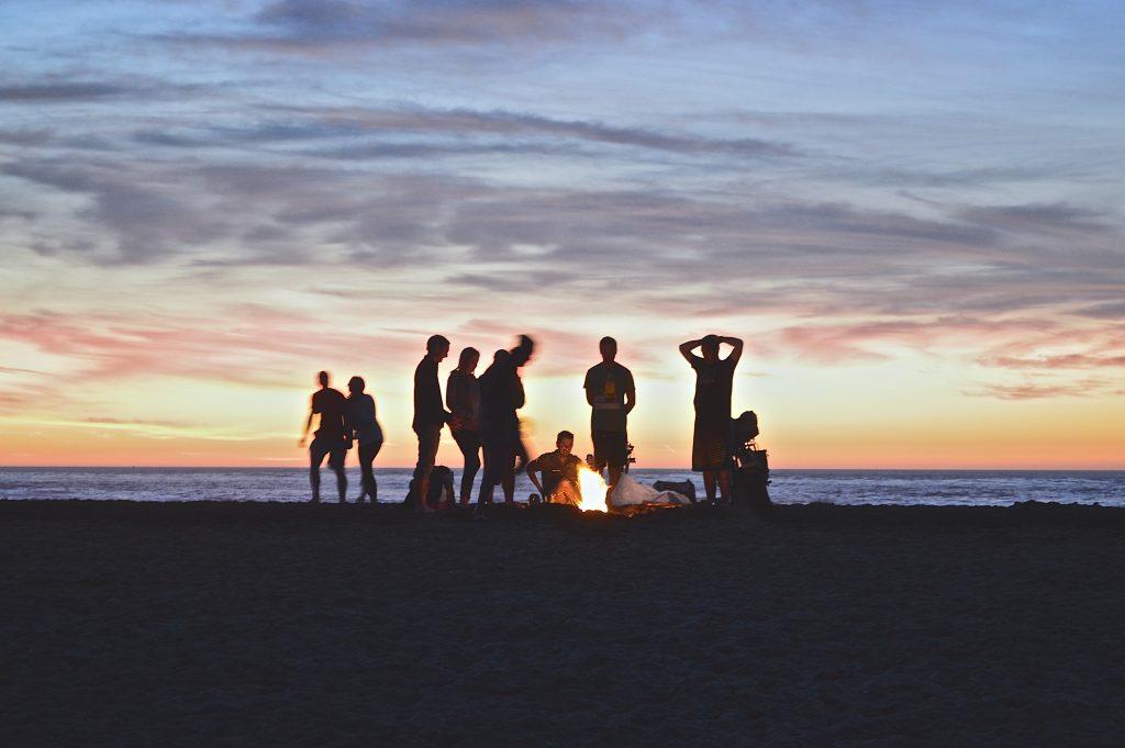 Camping na praia é ideal para quem deseja economizar com hospedagem