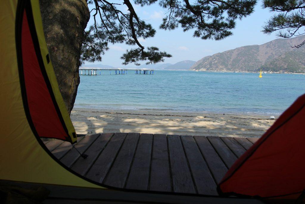 O camping na praia pode te ajudar a descansar em meio à natureza