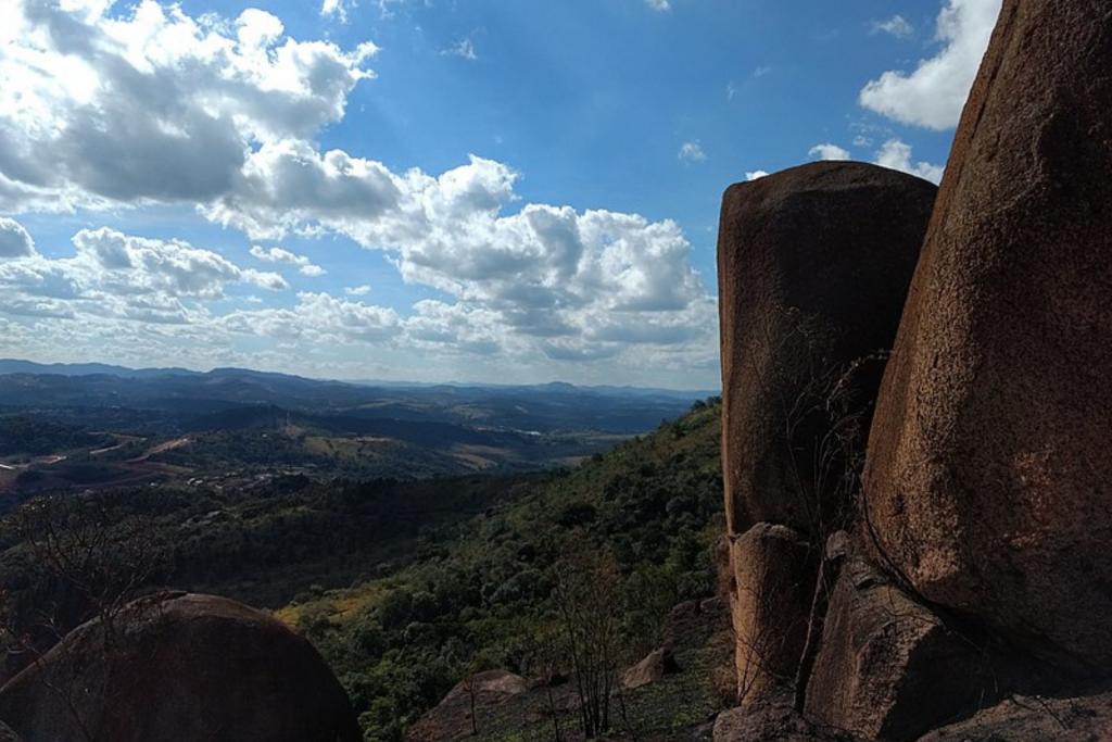 foto de panorama do cume da Pedra Grande